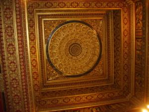 เพดานแกะสลักที่พระที่นั่งสรรญเพชร