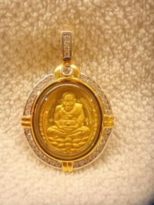 เหรียญเปิดโลกทองคำ หลวงปู่ดู่ 550,000 บาท