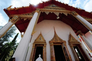 หน้าพระวิหารที่ประดิษฐานหลวงพ่อสองพี่น้อง