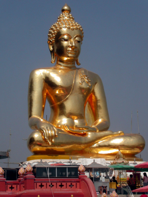 chiang saen giant buddha