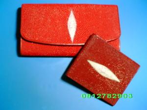 กระเป๋าหนังปลากระเบน สีแดง 1มุก 3พับ ใบยาว/ 2พับ ใบสั้น