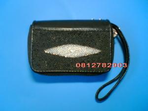 กระเป๋าหนังปลากระเบน สีดำ ซิบคู่  ใส่เหรียญ/มือถือ