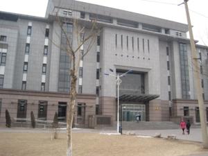อาคารเรียนที่มหาลัยยังมีอีกหลายอาคาร