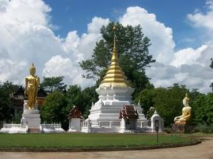 พระเจดีย์ธาตุ พระพุทธรูปปางลีลา และพระพุทธรูปปางมารวิชัย