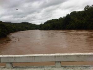 มีวัตถุสีดำบินอยู่เหนือน้ำ แม่น้ำน่าน ระหว่างการเดินทางไป