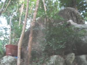 ปักกลดใต้หินใหญ่ ธุดงคสถานตาลสามต้น เนินเขา ไม้เท้าสิบสอง (เขาเรดาห์ ทหาร ภูเก็ต )