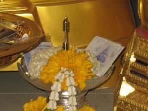 อัญเชิญพระบรมสารีริกธาตุ,พระธาตุข้าว บิณฑ์ พวงมาลัย  บูชา วัดป่าถ้ำผากล้วย มิย 54