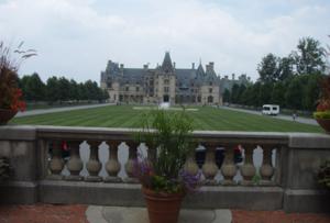 คฤหาสน์ที่เก่าและใหญ่ที่สุด (America's largest home, gardens, winery)ในเมืองที่ชื่อแอชวิว์ล ในรัฐนอร์ทคาโรไลน่า (Asheville, North Carolina) ชื่อว่า Bi