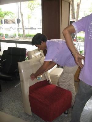 บริการขนย้ายเฟอร์นิเจอร์ บริการถอด ประกอบ ติดตั้งเฟอร์นิเจอร์ทั้งแบบธรรมดา  น็อคดาวส์ เช่น  โต๊ะ, เก้าอี้,   ตู้เสื้อผ้า,  เตียงนอน, โต๊ะเครื่องแป้ง,