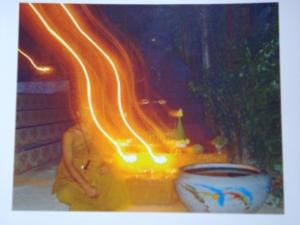 ปาฏิหาริย์ เทวดาเล่นไฟ ถ่ายจากล้องดิจิตอล ถ่ายปุ๊บ replay ดุปัีบก้อเห็นเลย