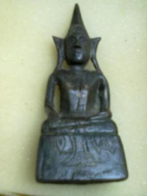 เป็นพระพุทธรูปบูชา ขนาดหน้าตัก ๒ นิ้วเศษ สูงประมาณ ๕ นิ้วเศษ