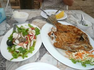 แวะทานอาหาร ร้านริมสน ริมหาดน้ำริน บ้านฉาง ระยอง อร่อยสุด สุดราคาไม่แพงค่ะ