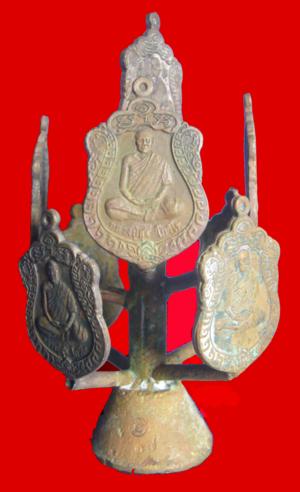 หลวงปู่สุข โกวิโท วัดสุเทพนิมิต จ.ศรีสะเกษ สร้าง 30 ช่อ บูชาช่อละ