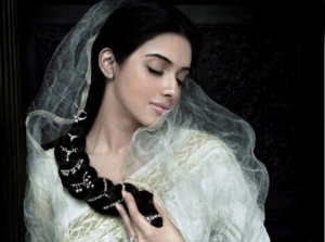 asin wearing tanishqs new collection aria 13