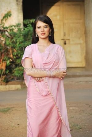 urvashi sharma spotted on sets of movie baabarr 19