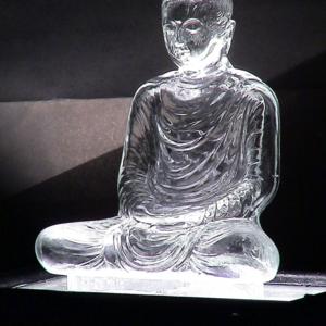 ช่างหลอมแก้วที่สร้างพระพุทธรูปหน้าตักเก้านิ้วคนเดียวของไทย