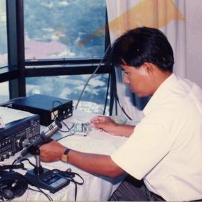 เป็นพนักงานวิทยุต่างประเทศ ในงานฉลอง 50 ปีครองราชย์ในหลวง ณ  ชั้น 23 โรงแรม ดิเอมเพรส เชียงใหม่