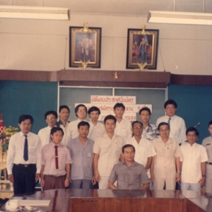 นักวิทยุสมัครเล่นขั้นกลาง(ระหว่างประเทศ) รุ่นแรกของประเทศไทย 15 คน ได้จากการสอบจริง 1 ครั้ง สอบซ่อมอีก 2 ครั้งจากนักวิทยุสมัครเล่นขุั้นต้น 470 ท่าน