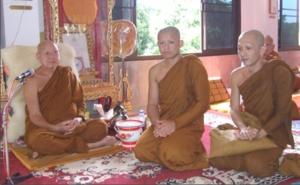 ถ่ายรูปกับพระอรหันต์เมืองไทย(ลป.บุญพิน)