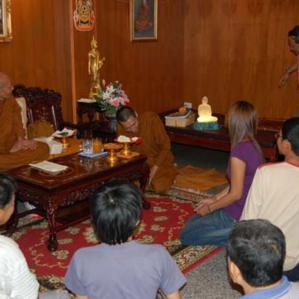 พระแก้วหน้าตัก 9 นิ้วกลวงเป่าด้วยปอดที่สร้างสำเร็จถวายไว้ในพระพุทธศาสนา 500 องค์