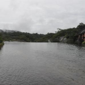 วัดถ้ำพระ เช้าวันที่ 8 ก.ย. 56 หลวงปู่พานั่งเรือหางยาว