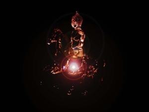 พระพุทธรูปสร้างจากแก้วคริสตัลหน้าตักประมาณ 4 นิ้ว เป็นภาพเชิงซ้อน ซ้อนกับภาพ ม้าแก้วของ Swarovski ผมน้อมถวายหลวงพ่อกล้วยพร้อมเครื่องแก้วจำนวนหนึ่งแล้ว