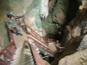 ภาพถ่ายติด เทวดาที่รักษาถ้ำ(ด้านขวาของภาพวงกลม)