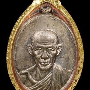 เหรียญหลวงพ่อเกษม รุ่นกองพันสุรนารี พ.ศ. 2518 เนื้อนวโลหะ